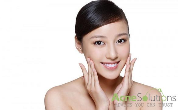 Cách trị mụn bằng dầu oliu giúp da sạch mụn và thông thoáng lổ chân lông.
