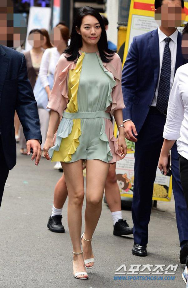 Shin Min Ah trẻ trung, duyên dáng trước công chúng