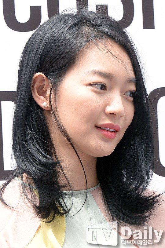 Trong góc chụp cận cảnh, Shin Min Ah để lộ gương mặt bị mụn tấn công