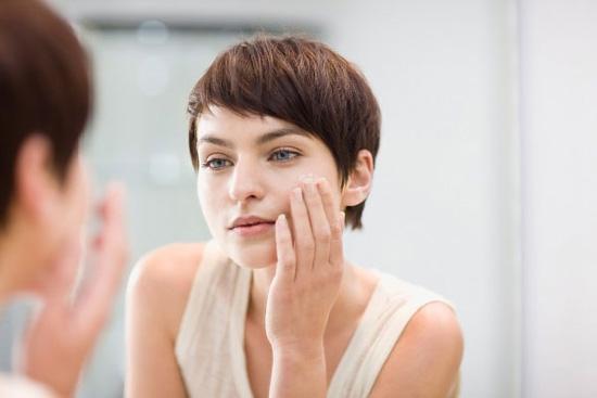 Ngừng ngay thói quen này nếu bạn muốn có da mặt đẹp hơn