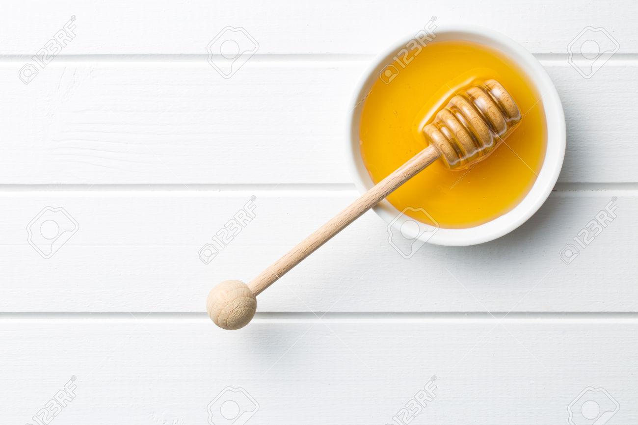 """Cách trị mụn an toàn"""" Sức mạnh vi diệu từ mật ong"""""""
